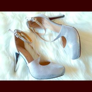 Brash Brand Metallic Silver Heels Size: 7